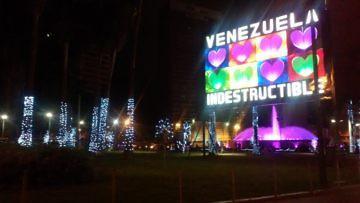 ENCENDIERON LA NAVIDAD EN PLAZA VENEZUELA