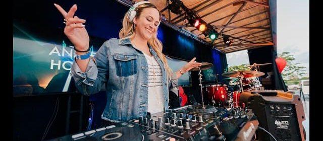 ANDREA HOYOS ES LA ÚNICA DJ CRISTIANA EN EL MUNDO
